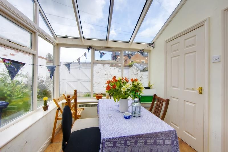 (ID: 14740) Student Property available for the 2013-2014 Academic Year.  Located in Jesmond, Newcastle Upon Tyne £90 PPPW.  For further information please visit www.acornproperties.co.uk or call us on +44 0191 212 2020.  (Acorn Properties (Jesmond) Ltd.)