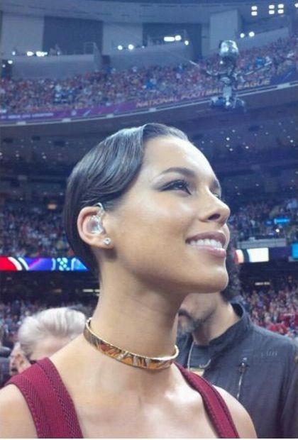 Alicia Keys Sang The National Anthem At The 2013 Super Bowl Alisha Keys Alicia Keys Classic Beauty