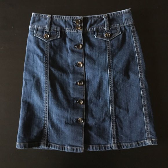 Cute Ann Taylor jean skirt Super cute Jean skirt by Ann Taylor. Buttons up the front. Size 0. Ann Taylor Skirts