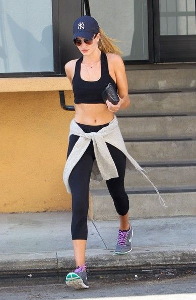 Rosie Huntington-Whiteley - Rosie Huntington-Whiteley Finishes Her Workout