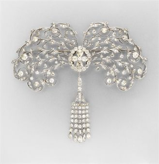 Belle Epoque diamond convertible brooch/hair comb by Chaumet.  Oh, my gorgeous!