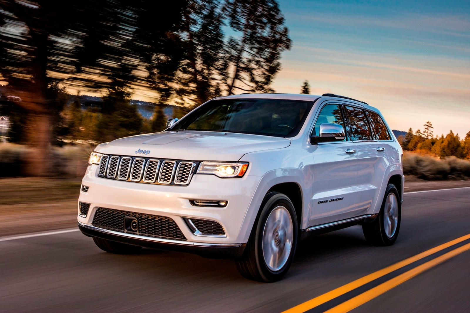 2019 Jeep Grand Cherokee Arrives With New Standard Safety Tech And Limited X Model 2017 Jeep Grand Cherokee Suv Cars Jeep Grand