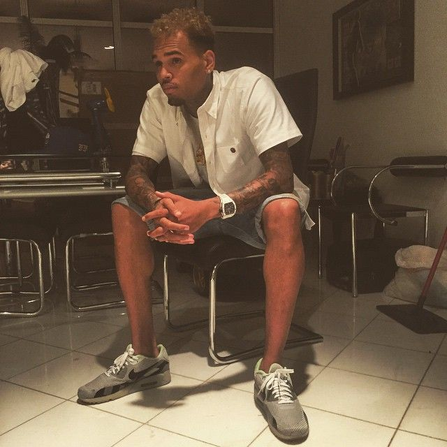 size 40 204e6 92900 Chris Brown wearing the Nike Air Max 90 Ice Grey