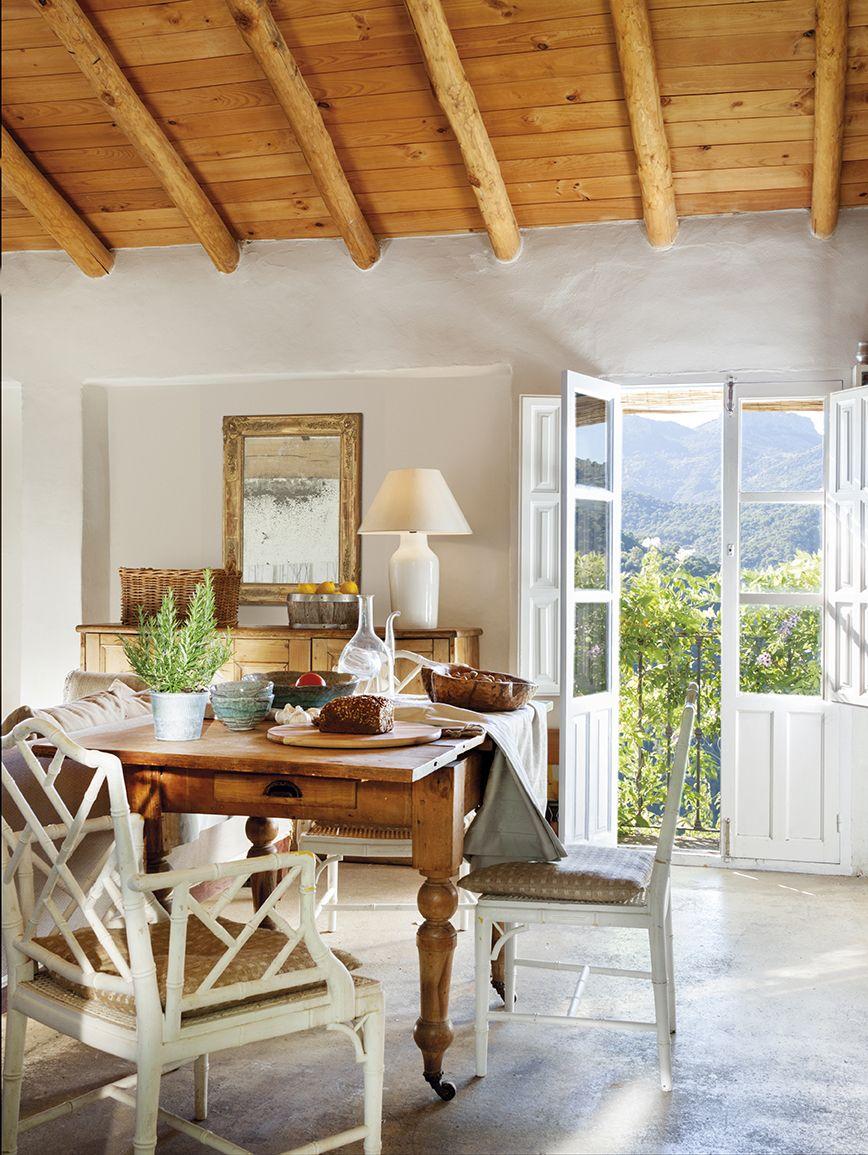 Una casa rústica rodeada de vegetación en Ronda | Dining ideas ...