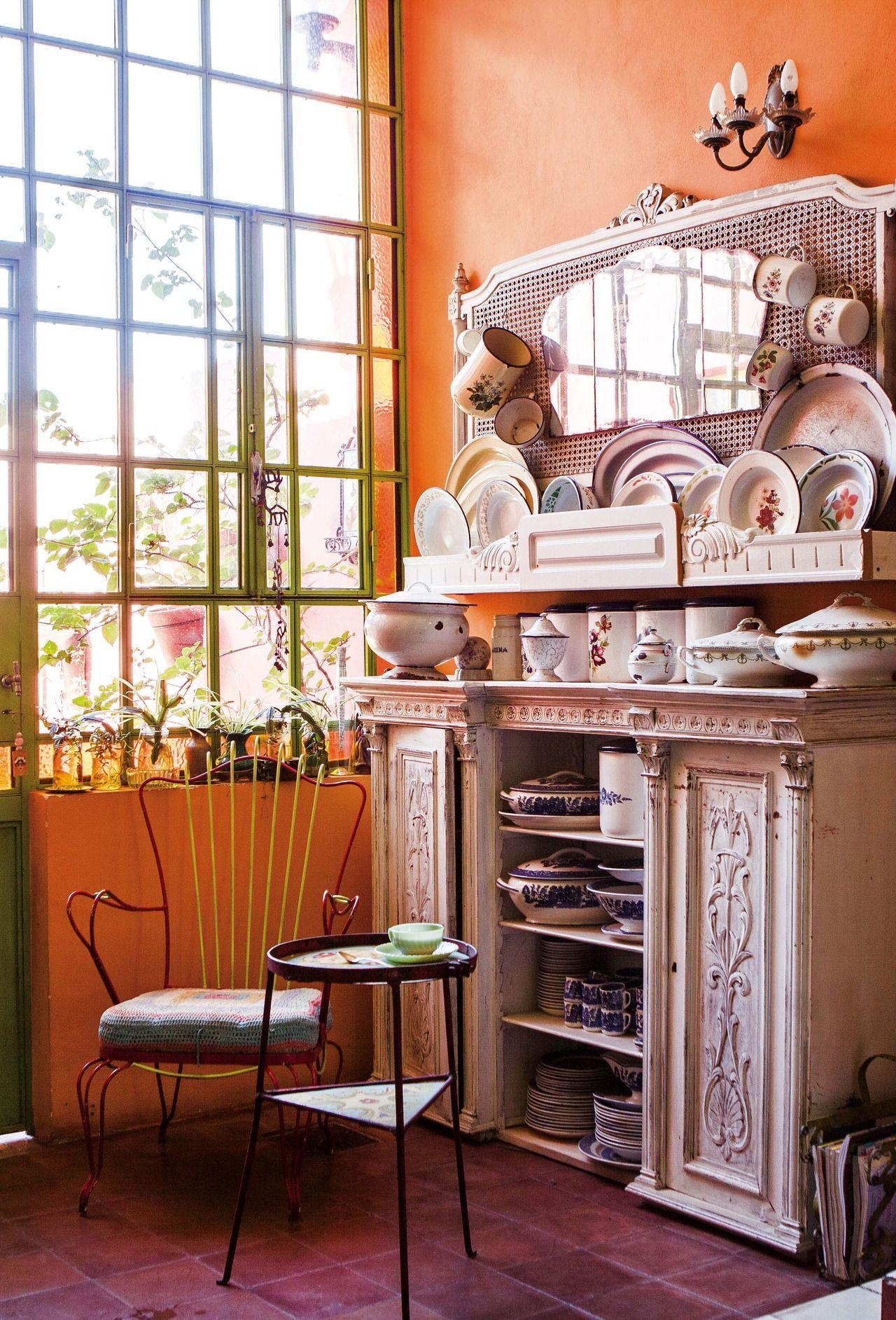 Una Casa Repleta De Color Ventanas De Vidrio Vajilla Antigua Y  # Guarda Muebles Boedo