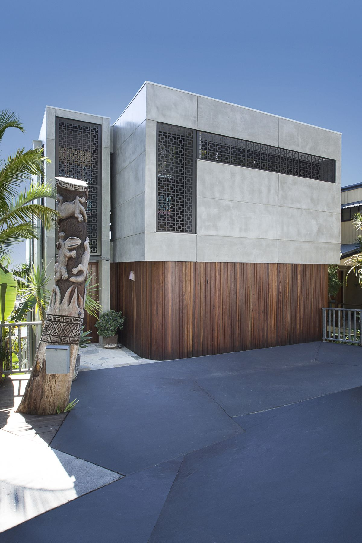 From 80s dated to 60s modern gold coast home transformed