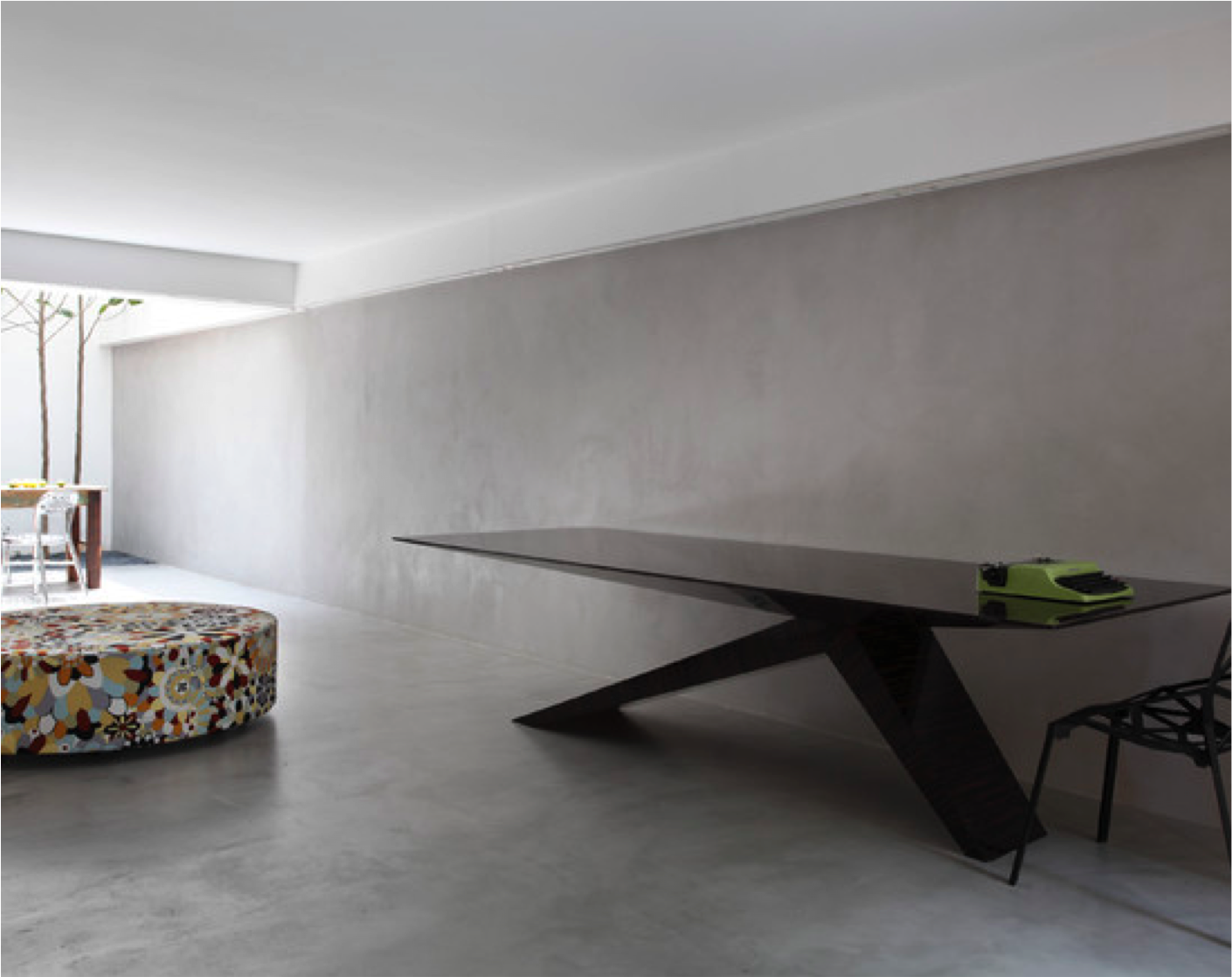 Industrial Living Space Contrasted With A Sleek Black Dining Table  # Muebles Padua Salamanca