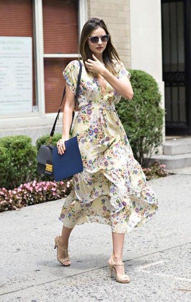 Miranda Kerr con un vestido de flores