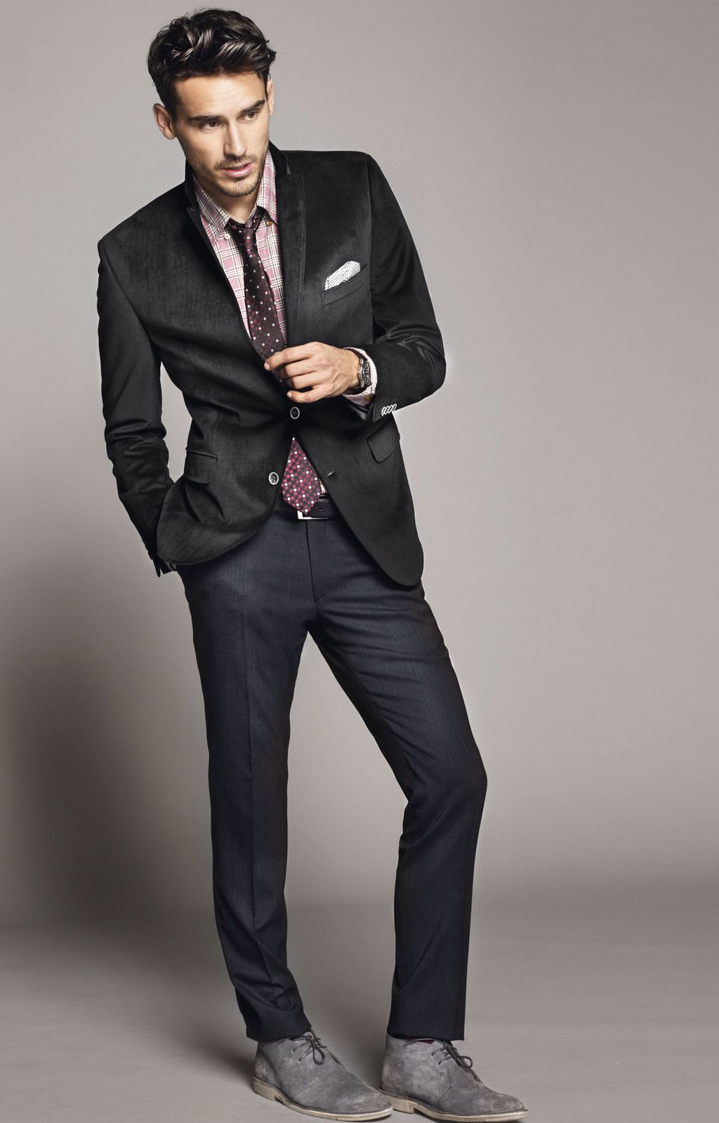 Black t shirt with suit - Look The Best You Possibly Can In A Black Suit And A Pink Tartan Oxford Shirt