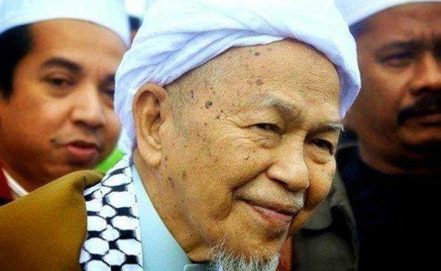 7 Mutiara Kata Allahyarham Tuan Guru Nik Abdul Aziz Nik Mat Kata Couple Photos Cara