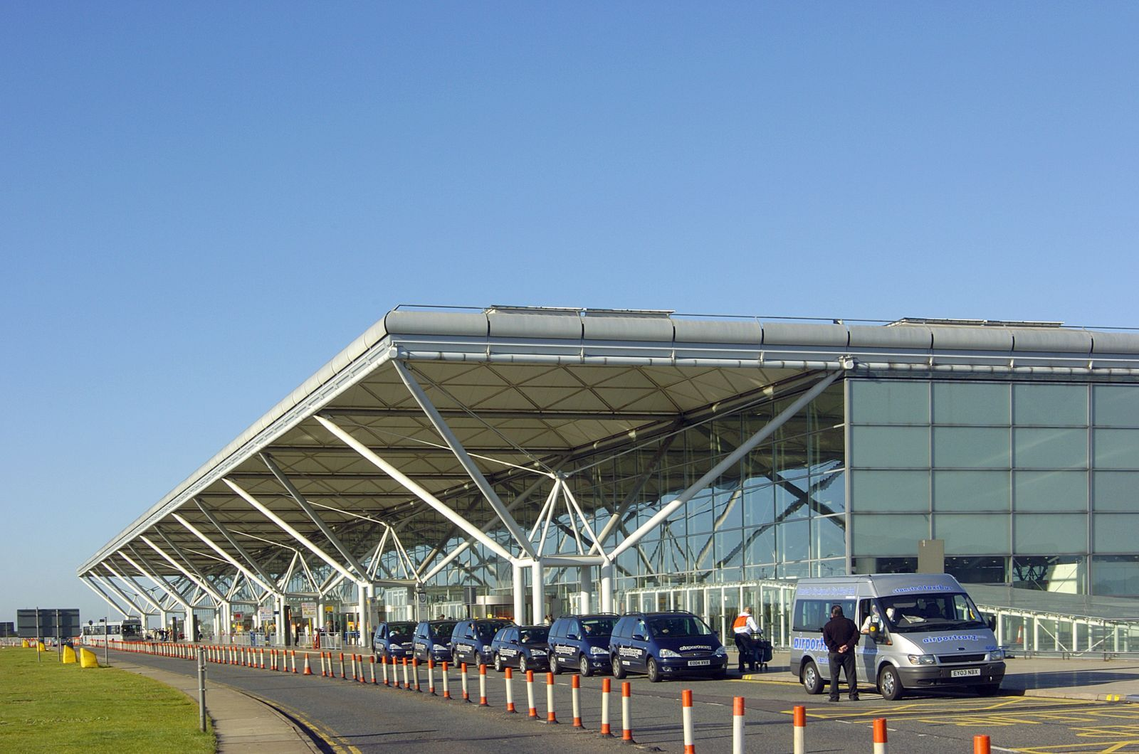 London stansted airport foster partners aeroportos