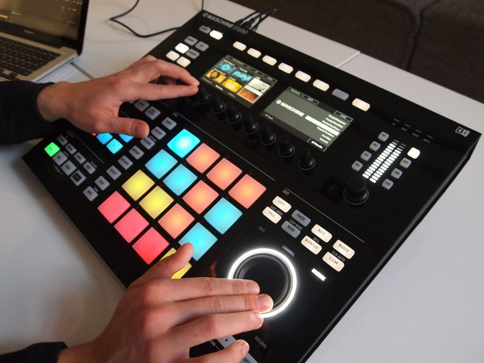 maschine studio the most important equipment of my studio and worth the money i tested out. Black Bedroom Furniture Sets. Home Design Ideas
