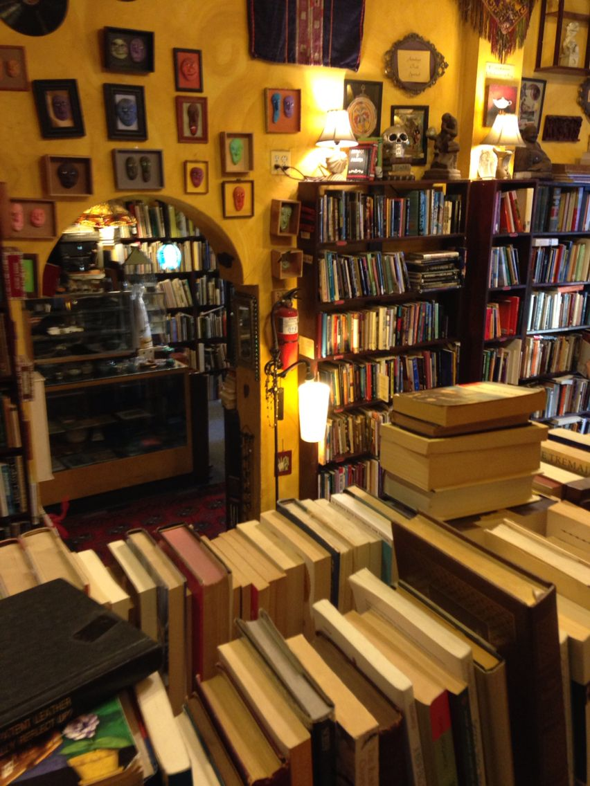 Armadillo's Pillow Bookstore ~ Chicago, IL | Old books ...