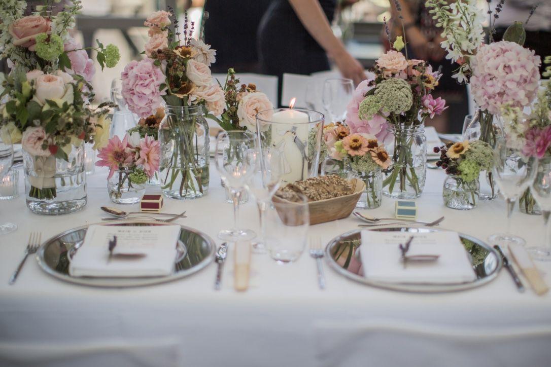Brauttisch mit traukerze brautstrau und deko for Brauttisch deko