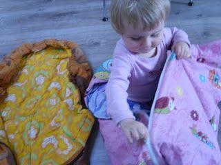 pram sleepingbags from retro duvets  http://karoline-med-k.blogspot.dk/2011/04/fra-vattpper-til-sove-og-kreposer.html