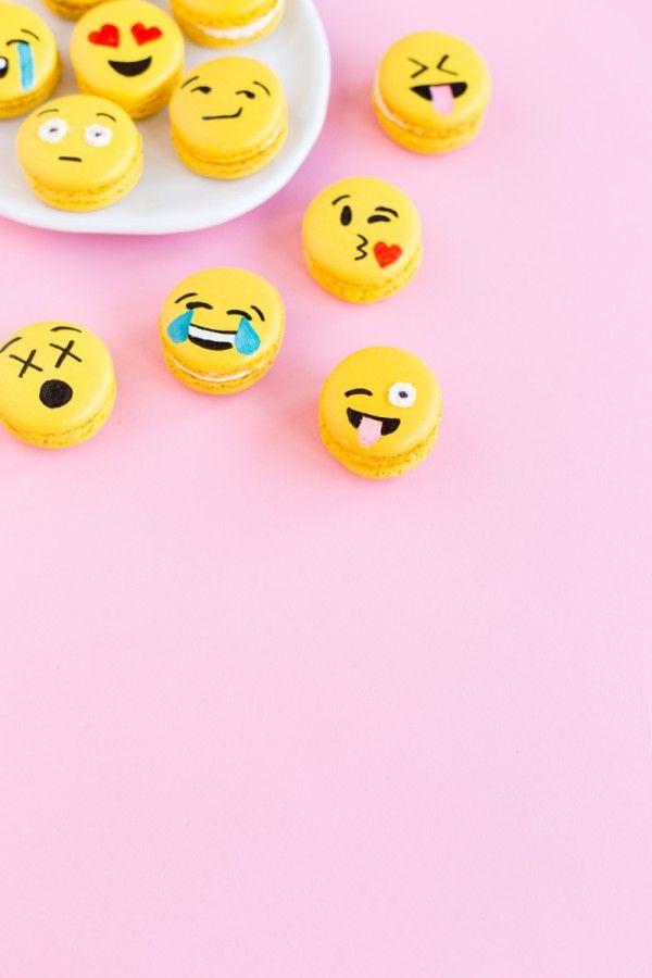 DIY Emoji Macarons | Studio DIY®
