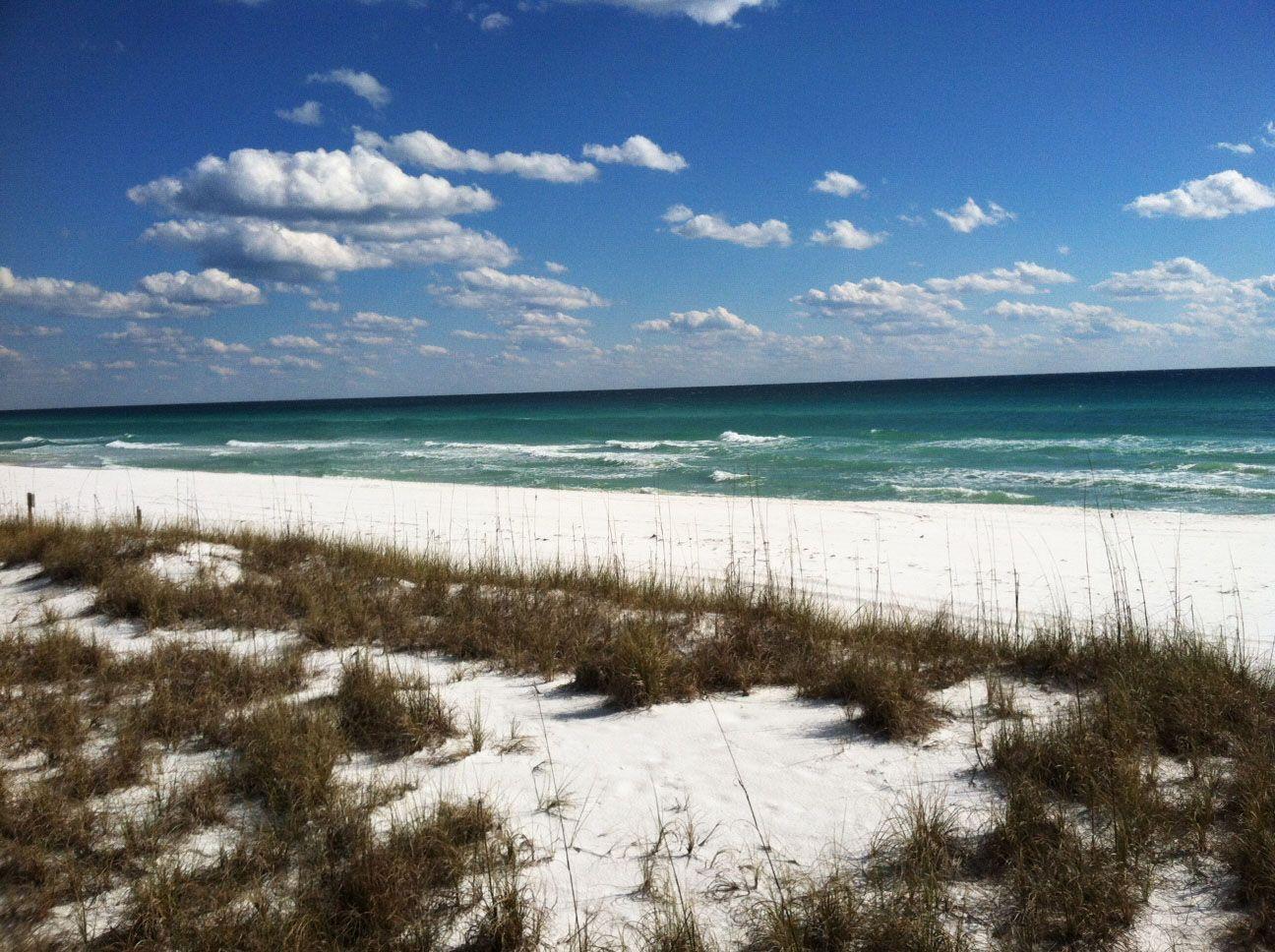 Beautiful sugar white beaches in Destin, Florida (With
