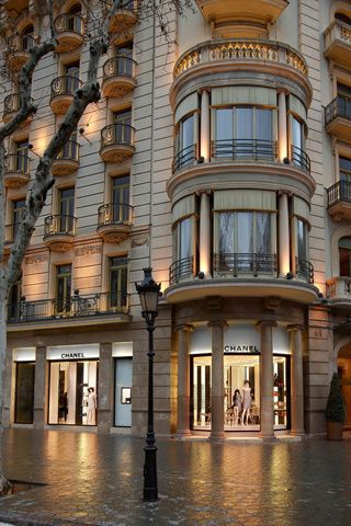 25998af5f CHANEL Boutique en Barcelona, Cataluña | WINDOWS DESIGN BOX | Chanel ...