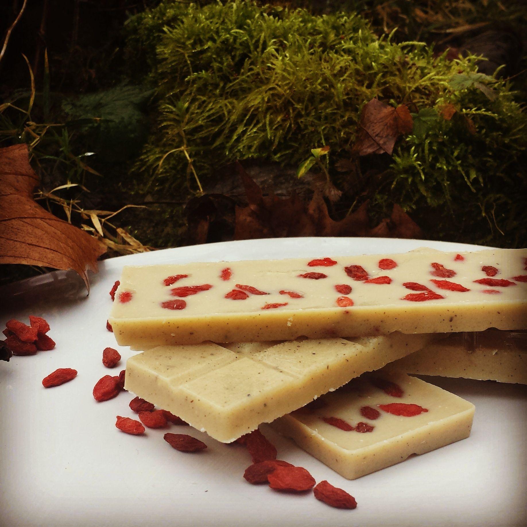 ¸.•*´RAW-Goji-Chocolate`*•.¸  Rezept gibt`s auf meinem Blog :) www.emmakochtgruen.weebly,com
