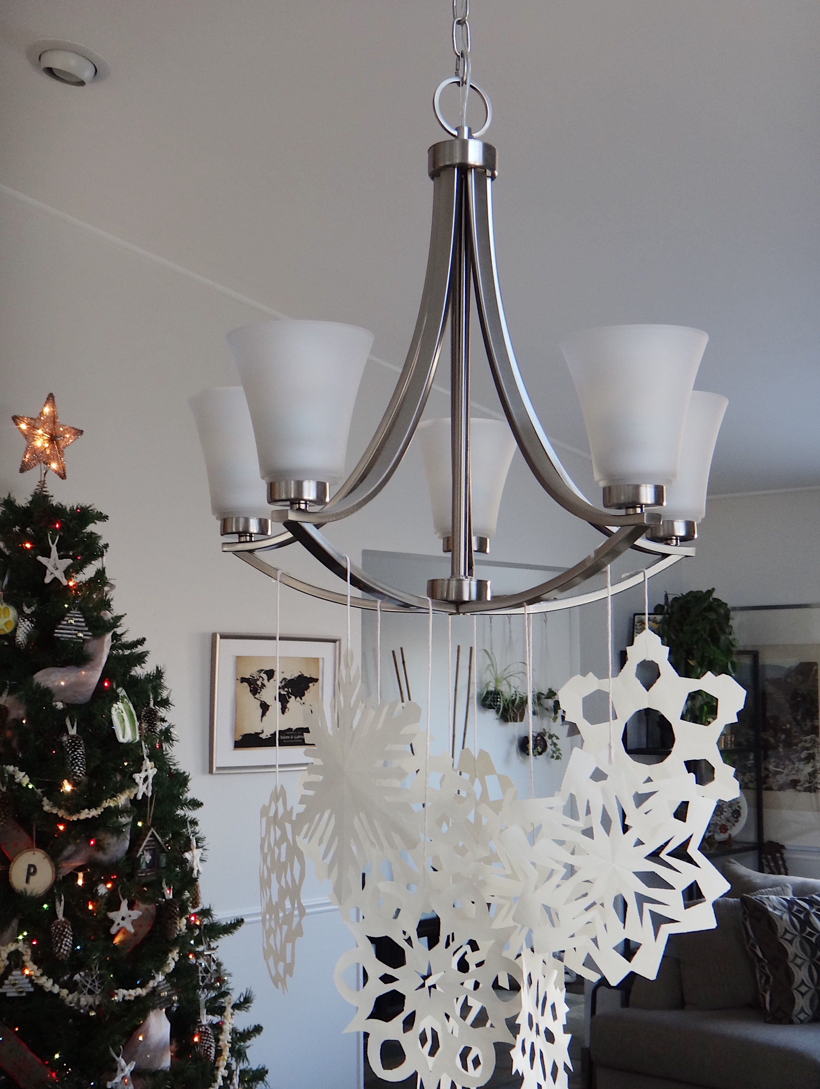 DIY Easy Paper Snowflakes [Holiday Decor Inspiration