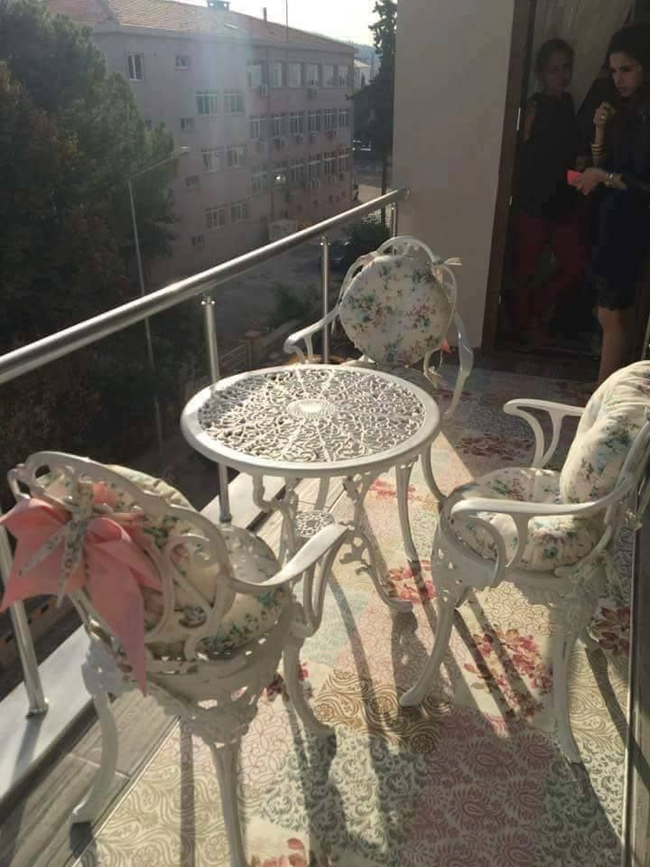 بالصور سيدة تركية تبهر مواقع التواصل بترتيب بيتها و تناسق الالوان وروعة الديكور Home Decor Decor Furniture
