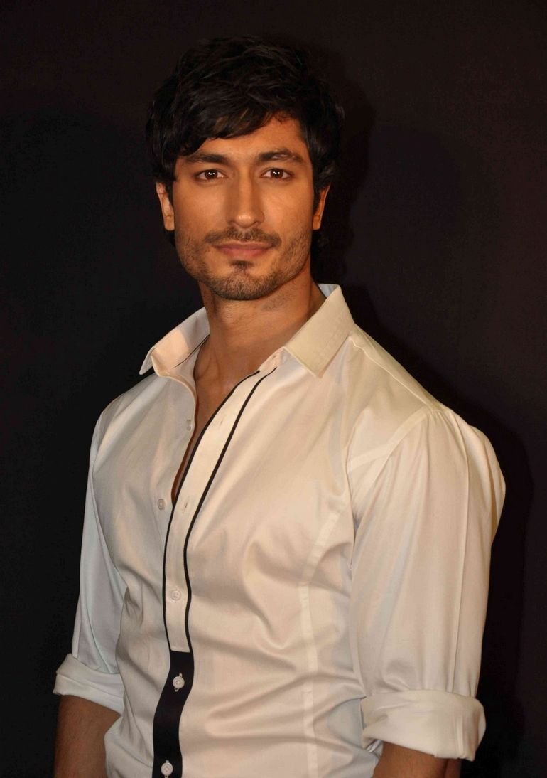 Vidyut Jamwal Is Giving Us Serious Fitness Goals | IWMBuzz