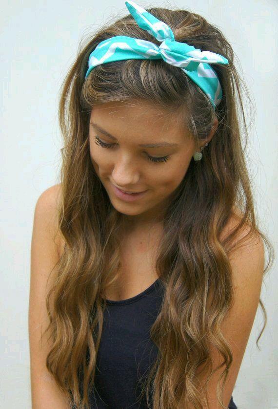 cabello recogido diadema tela