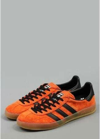 Pin di adidas orange classic