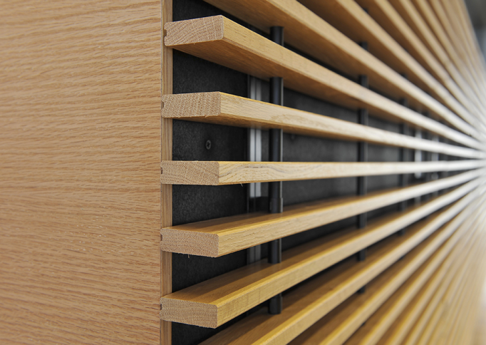Derako grill wandsysteem uit massief houten latten beton en hout