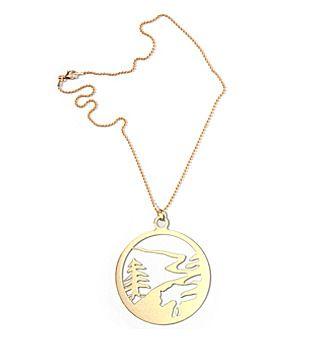 """Kugelkette """"Wolf"""" (vergoldet) von Lassy Fair - shop.HOKOHOKO.com  Der Wolf gilt als Symbol für unzählige Eigenschaften - von der wilden Bestie, über Kraft bis hin zur Gier verkörpert er aber auch das Bild der fürsorglichen Mutter."""