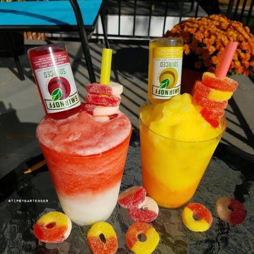 Daiquiri Queen Cocktail - For more delicious recipes and drinks, visit us here: www.tipsybartender.com #cocktaildrinks