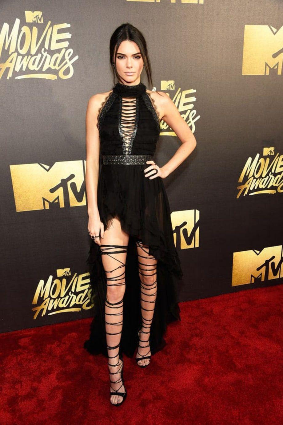 Mtv Movie Awards Red Carpet Arrivals Jenner Red Carpet Nice Dresses Red Carpet Fashion [ 1383 x 920 Pixel ]