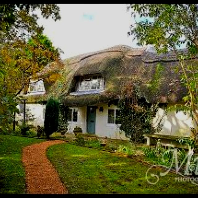 The Gorgeous Cago Cottage In The New Forest Available For Weddings