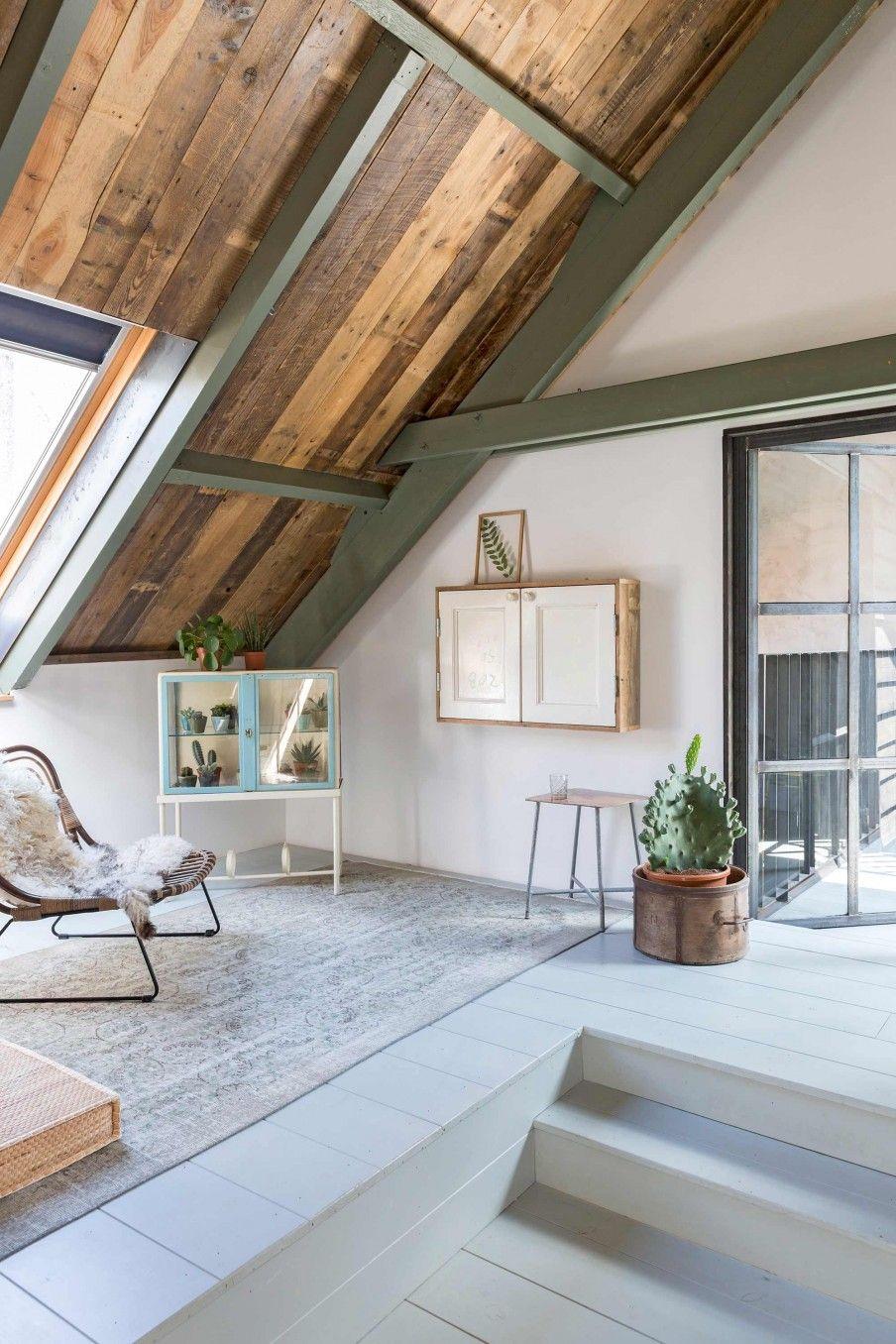 Houten plafond van sloophout in slaapkamer | Wooden ceiling made of ...