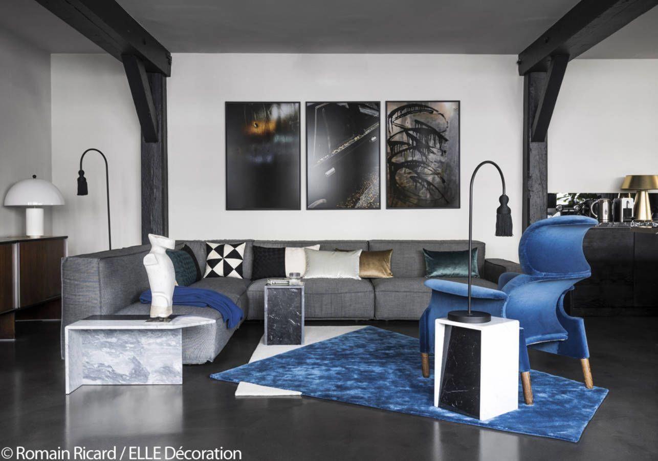Deco Salon Bleu Roi salon noir et blanc éclairé par des touches bleu roi