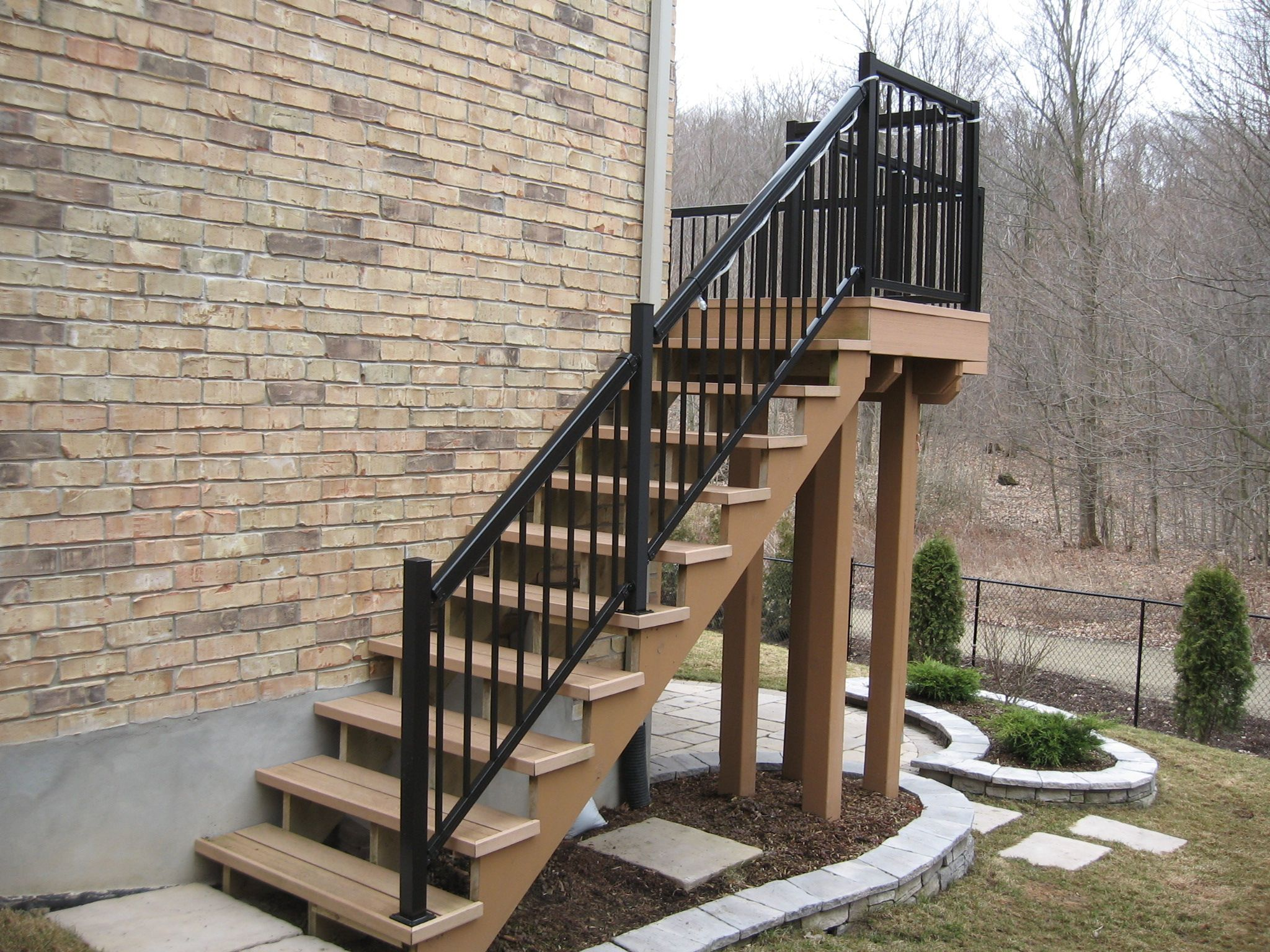 Best Probuilt Aluminum Railing Stairs With Narrow Pickets 400 x 300
