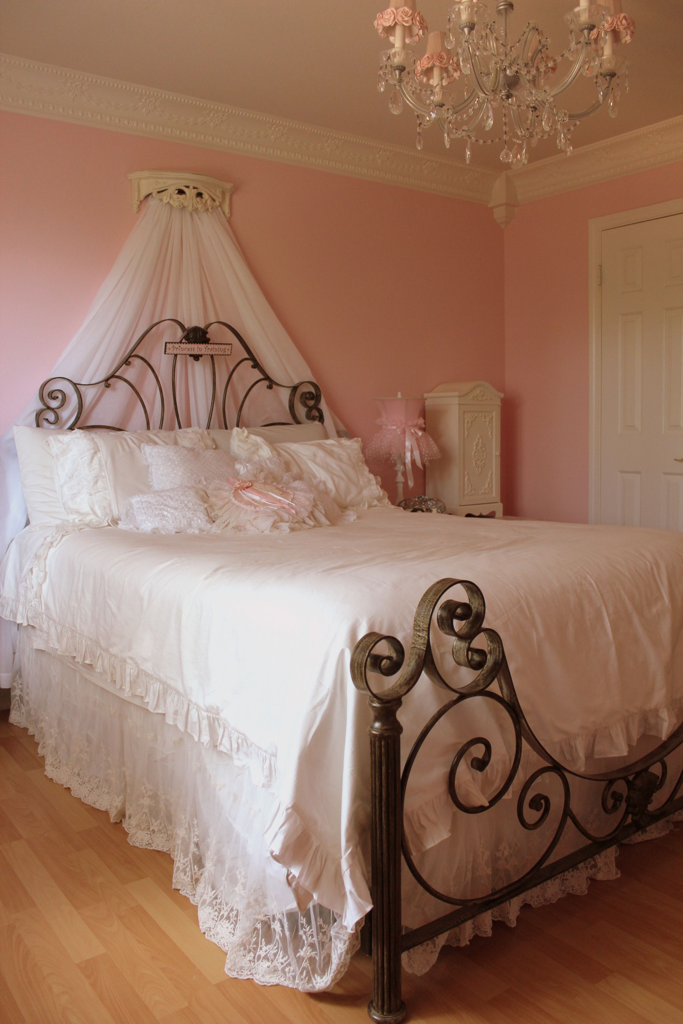 shabby chic girls bedroom too similar to what she has but still cute amariya shabby chic. Black Bedroom Furniture Sets. Home Design Ideas