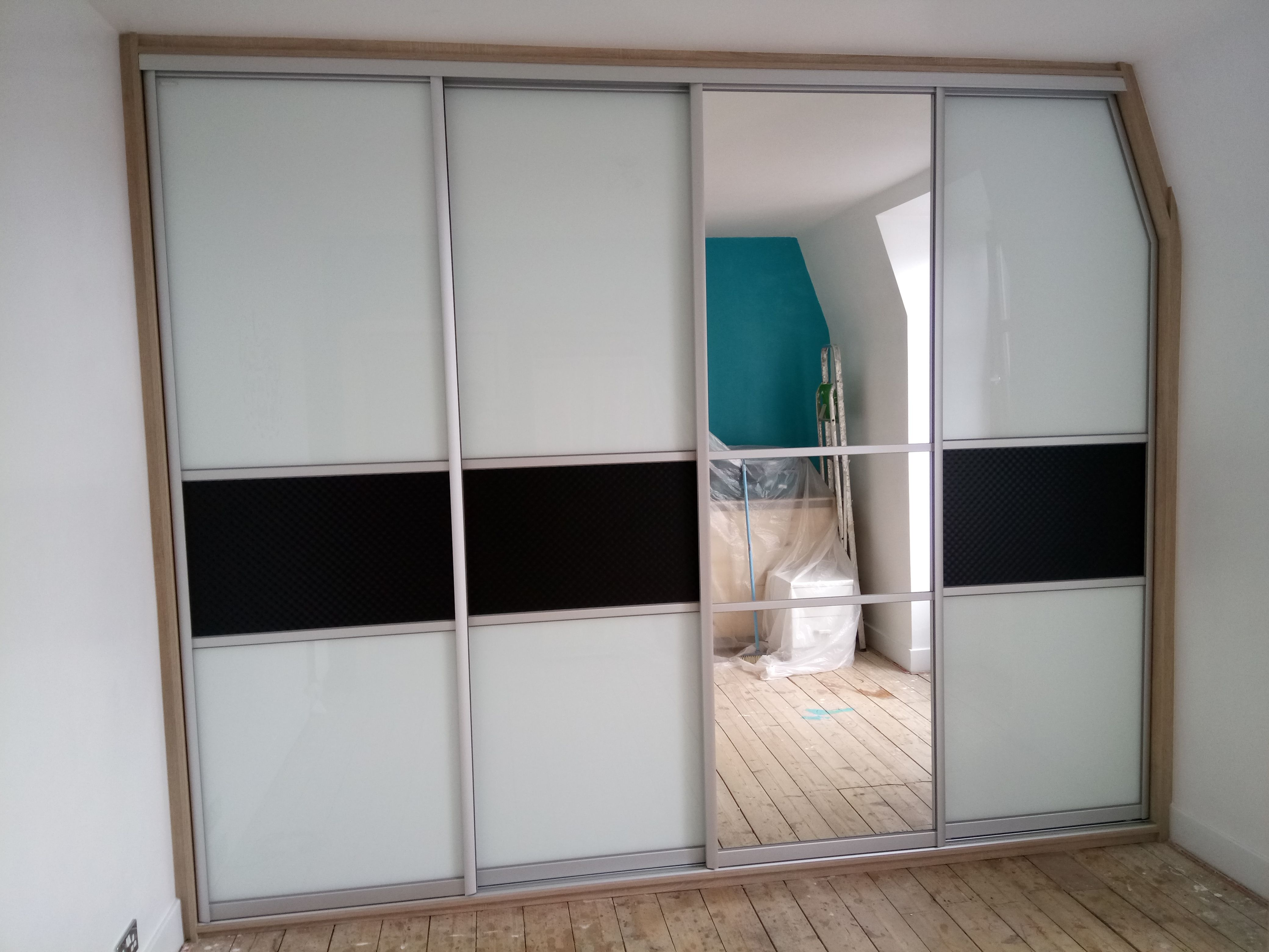 4 door wardrobe with black and white point glass and one