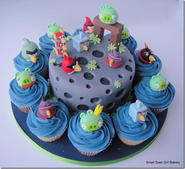 Cool angry birds space cake and cupcakes angry birds cake and cool angry birds space cake and cupcakes voltagebd Images