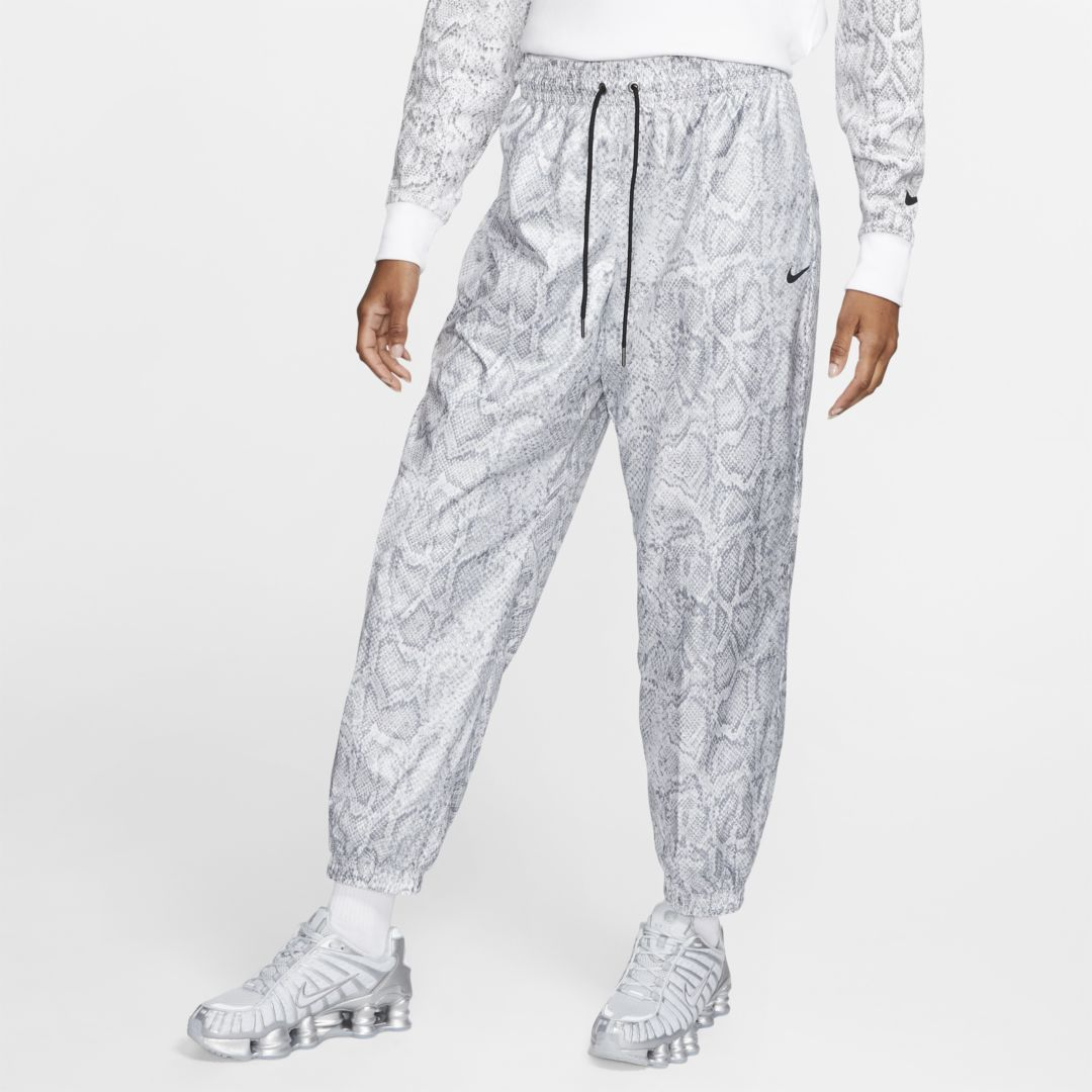 Photo of Pantaloni in tessuto Nike Sportswear – Donna. Nike.com