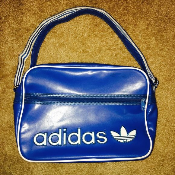 e7c3ab78b2 Bag is in good condition with some wear on the zipper but otherwise in  pretty good condition. Accepting offers. Adidas Bags Crossbody Bags