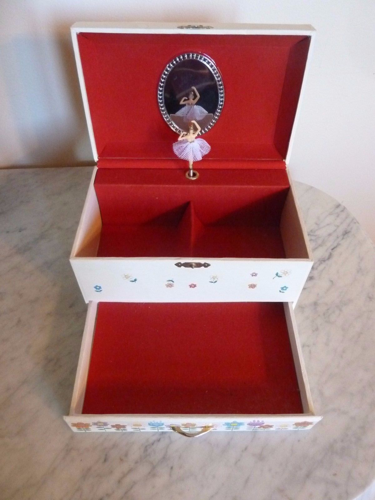Collectible VINTAGE Musical Jewelry Box wDancing Ballerina in