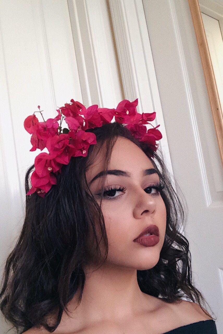 Instagram model flower crown frida lipstick pretty