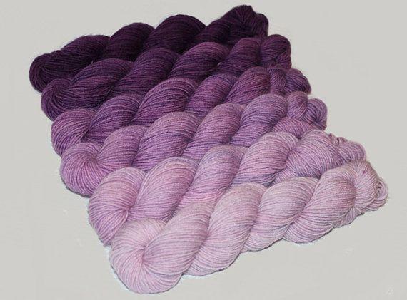 Ensemble dégradé filé main teint le Superwash chaussette fil dans Plumeria