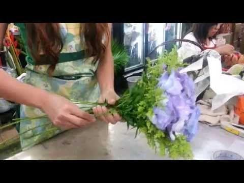 Making Flower Bouquets Hydrangeas Hand Bouquet Singapore Youtube Flowers Bouquet Hand Bouquet Flowers
