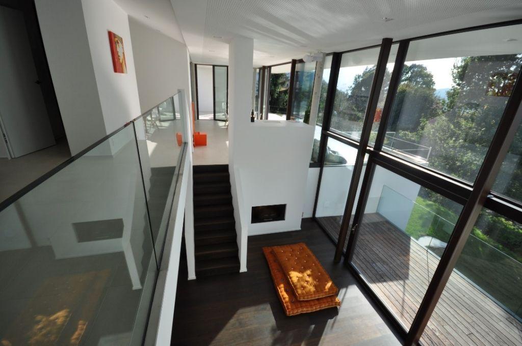 Bodentiefe Fenster Nachträglich Einbauen spektakuläre lichtgalerie mit bodentiefen fenstern über zwei etagen