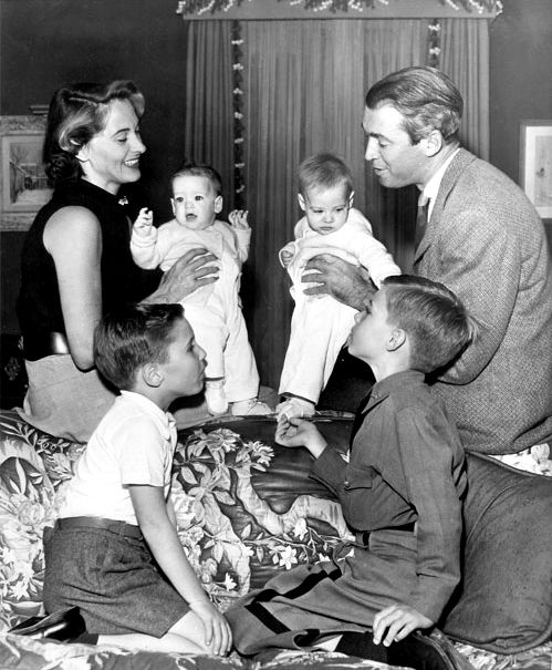 Jimmy Stewart With Family Boys Were Adopted Stepchildern Her S Their Two Grils Were Twins Classic Movie Stars Old Movie Stars Hollywood Legends
