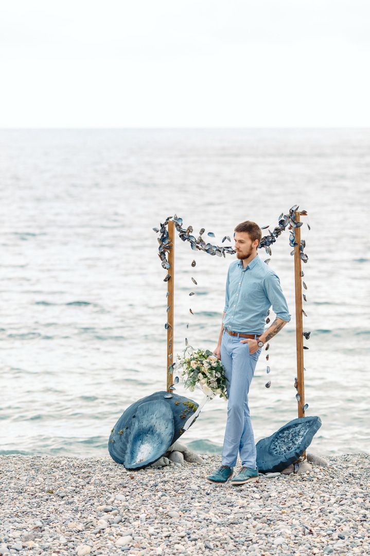 Casual groom beach wedding | fabmood.com #wedding #beachwedding #coastalwedding