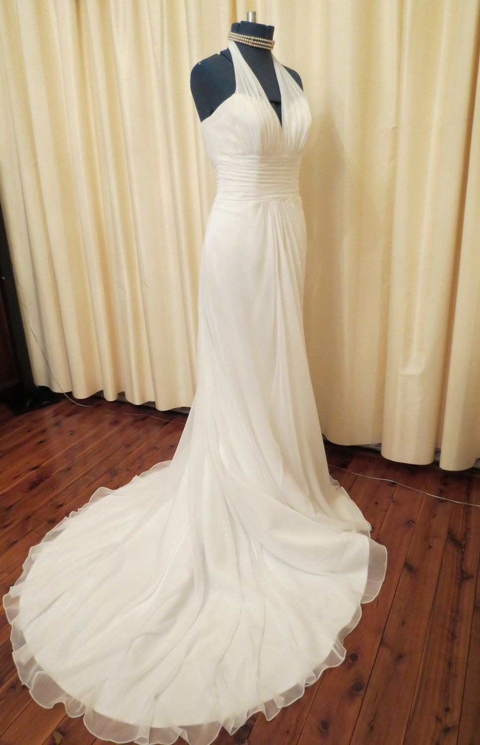 Vintage Sexy Simple Off White Wedding Dress With Long Train And