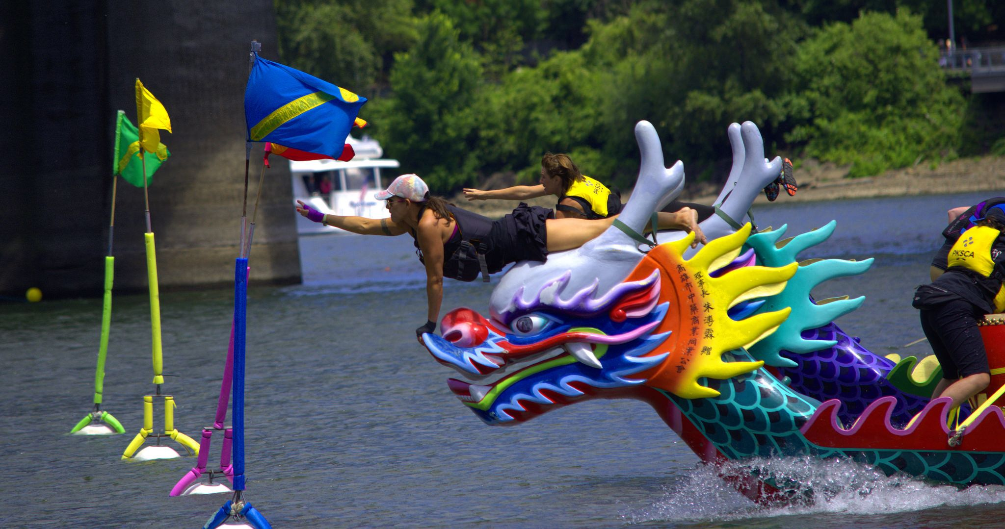 https://flic.kr/p/HcrTBr | Close Race | Of the many heats that day... This was one of the closer finishes.   Dragon Boat paddle races, Portland, Oregon 2016
